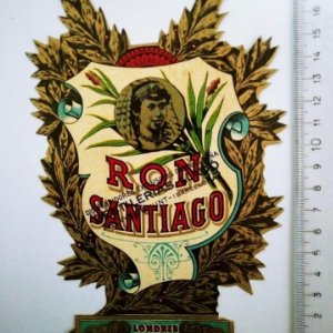 ETIQUETA RON SANTIAGO TROQUELADA LLADO ARENYS DE MUNT GRAN TAMAÑO
