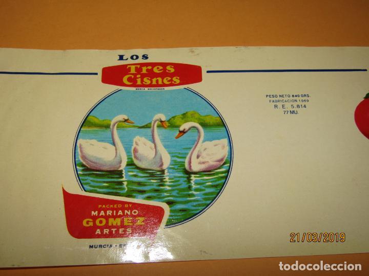 Etiquetas antiguas: Antigua Etiqueta de Bote de Tomate LOS TRES CISNES de Mariano Gómez Artes en Murcia - Año 1970s. - Foto 2 - 156405586