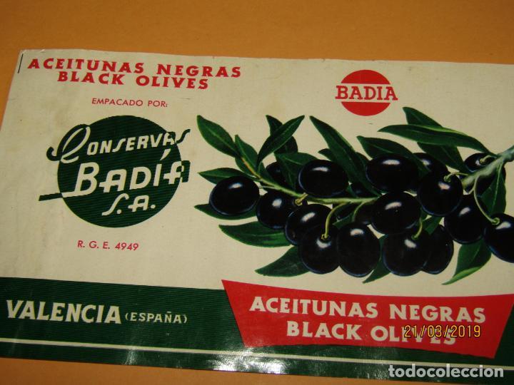 Etiquetas antiguas: Antigua Etiqueta de Bote de Aceitunas Negras de Conservas BADIA en Valencia - Año 1960-70s. - Foto 2 - 156407722