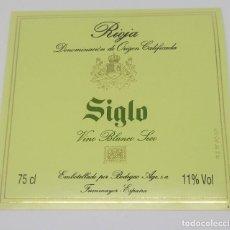 Etiquetas antiguas: SIGLO. VINO BLANCO SECO. RIOJA. BODEGAS AGE. FUENMAYOR. ETIQUETA 9,4X9,8. Lote 160480866