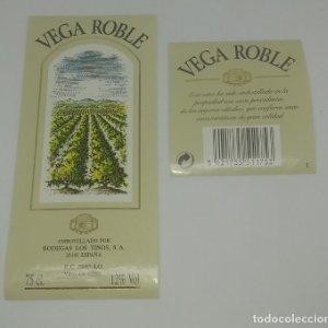Vega Roble. Bodegas Los Tinos 2 etiquetas 13x6cm y 6,5x5,8cm