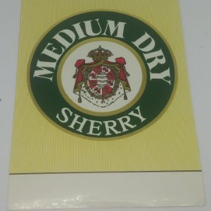 Medium Dry Sherry. Etiqueta 14,1x10,1cm