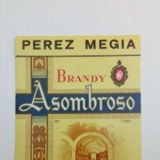 Etiquetas antiguas: ETIQUETA BRANDY ASOMBROSO PEREZ MEGIA DISTINTA. Lote 173900557