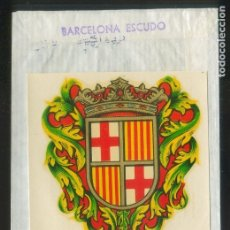 Etiquetas antiguas: CALCOMANÍA. *BARCELONA. ESCUDO* MEDS: 65X75 MMS. CON SOBRE ORIGINAL.. Lote 174249075