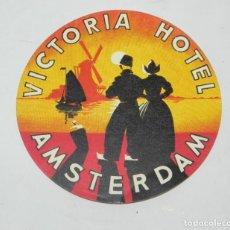 Etiquetas antiguas: ETIQUETA PARA MALETA DEL HOTEL VICTORIA, AMSTERDAM, LUGGAGE LABEL, MIDE 10 CMS.. Lote 194548942