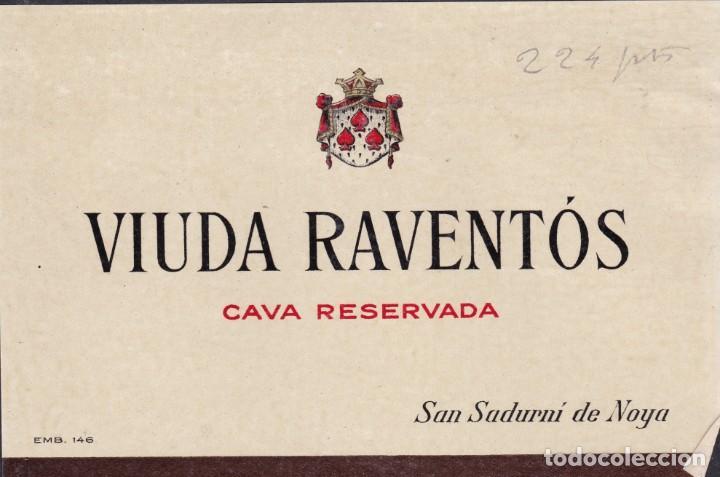Etiquetas antiguas: 2 et. Viuda Raventós San Sadurni de Noya Barcelona pegadas a una cartulina - Foto 2 - 194914987