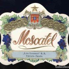 Etiquetas antiguas: ETIQUETA DE LICOR: MOSCATEL LOS LEONES, VALENCIA. TROQUELADA, EN RELIEVE. Lote 221922147