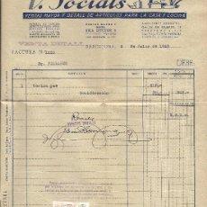 Facturas antiguas: FACTURA DE V. SOCIATS - VENTA DE ARTÍCULOS PARA LA CASA. BARCELONA. CON SELLOS FISCALES. 1943. Lote 29540790