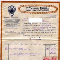 Facturas antiguas: ESENCIAS STANDARD PERFUMES BARCELONA FACTURA +LETRA + SOBRE REMITE COMERCIAL FRANQUEADO AÑO 1952. Lote 48167557