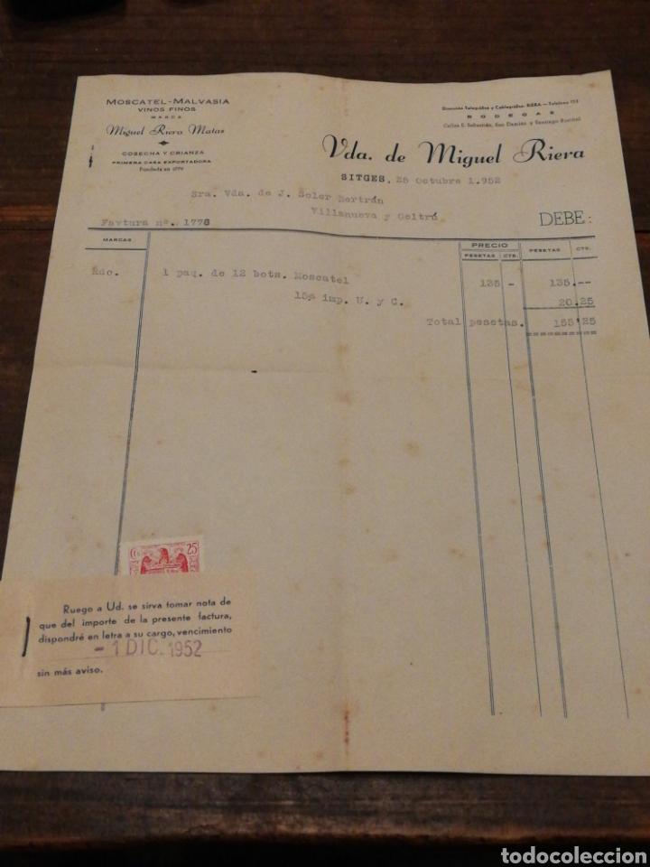 ANTIGUA FACTURA VDA.DE MIGUEL RIERA MATAS- MOSCATEL MALVASIA Y VINOS FINOS (SITGES), 1952, TIMBRE. (Coleccionismo - Documentos - Facturas Antiguas)