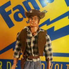 Figuras de acción - Big Jim: BIG JIM DE MATTEL 1971 VAQUERO, SOMBRERO MARRON, REVOLVER Y FUSIL. Lote 143898166