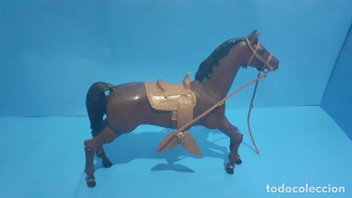 Figuras de acción - Big Jim: Lote Big Jim. El caballo furia, la tienda de camping y Maniqui negro. Congost. - Foto 10 - 248209175