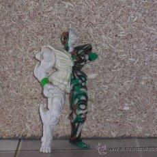 Figuras de acción: MUÑECO ESQUELETOR ( BANDAI 1995 ) DOBLE CABEZA GIRATORIA . DEFECTO VER .. Lote 26012569