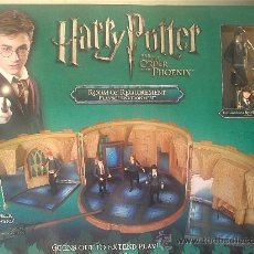 Figuras de acción: HARRY POTTER Y LA ORDEN DEL FÉNIX ROOM OF REQUIREMENT. INCLUYE FIGURA EXCLUSIVA Y VARITA MAGNÉTICA. Lote 29867492