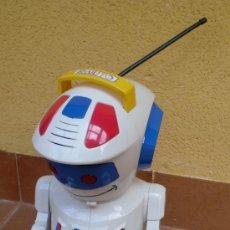 Figuras de acción: ROBOT EMILITO, GRANDE. Lote 32678063
