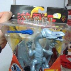 Figuras de acción: LOTE CAJA NUEVA A ESTRENAR VINTAGE YU GI OH DRAGON BLANCO BLUE EYES DIFICILISIMO DE VER. Lote 48842605