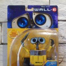 Figuras de acción: WALL E - FIGURA - PIXAR - DISNEY - BAILE DIVERTIDO - THINKWAY TOYS - NUEVO - PRECINTADO. Lote 49856643