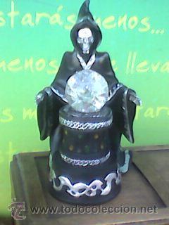 Figuras de acción: Preciosa figura de la Muerte oteando a su clientela en bola de cristal. 23 cms con Luz. -Ver - Foto 2 - 51074503