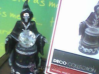 Figuras de acción: Preciosa figura de la Muerte oteando a su clientela en bola de cristal. 23 cms con Luz. -Ver - Foto 3 - 51074503