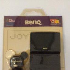 Figuras de acción: BENQ (BLACK) 2 INCHES JOYBOOK BEAR QEE (TOY2R,2005) - VINYL DESIGN TOYS. Lote 53449981