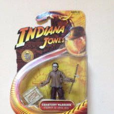 Figuras de acción: INDIANA JONES CEMETERY WARRIOR ACTION FIGURE BY HASBRO. Lote 56182916