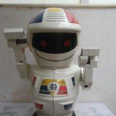 Figuras de acción: ROBOT EMILIO BIZAK ROBOT TAMAÑO GRANDE. Lote 142438226