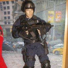 Figuras de acción: FIGURA ARTICULADA ESCALA 1/6 SWAT POLICE. Lote 99783935