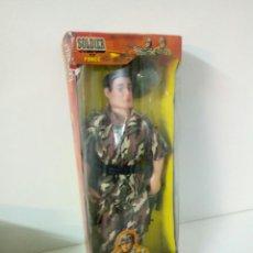 Figuras de acción: SOLDIER FORCE CON CASCO Y ESCOPETA FRANCOTIRADOR Y TRAJE CAMUFLAJE 29X10CMS. Lote 104823371