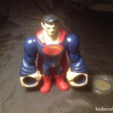 Figuras de acción: SUPERMAN 8CM GOMA ELÁSTICO TM MATTEL. Lote 112619543