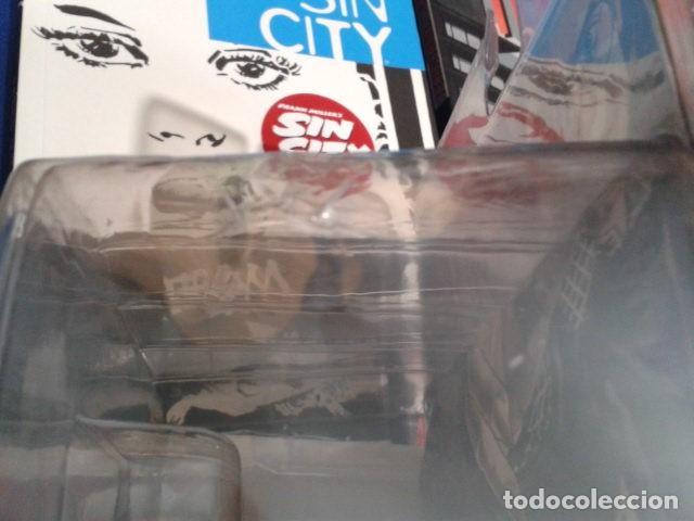 Figuras de acción: FIGURA SIN CITY SERIES 2 FRANK MILLER´S ( KEVIN COLOR ) MECA 2005 NUEVO EN SU BLISTER - Foto 12 - 113582155