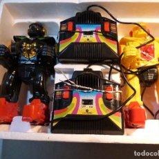 Figuras de acción: ROBOXING, DOS ROBOT DE ATAQUE, CON MANDO Y CABLES A DISTANCIA.. Lote 114122299