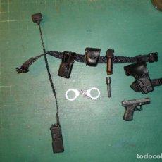 Figuras de acción: DRAGON CORREAJE ARMAS Y EQUIPO POLICIAL ESCALA 1/6. Lote 119328491