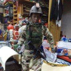Figuras de acción: BLUE BOX 1999.SOLDADO NEGRO US ARMY FUERZAS ESPECIALES AIRBORNE.BOINA VERDE.GUERRA DEL GOLFO.30 CM.. Lote 128924139