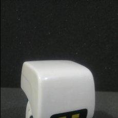 Figuras de acción: FIGURA WALL E ROBOT LIMPIADOR LIMPIA Y ANDA DE BIZAK DISNEY PIXAR. Lote 131640246