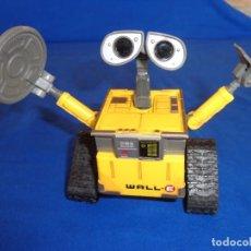Figuras de acción: ROBOT WALL-E DISNEY/PIXAR FUNCIONA A CUERDA, MIDE UNOS 11X9 CM, VER FOTOS! SM. Lote 135932618