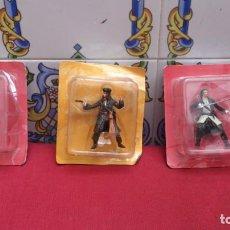 Figuras de acción: 3 FIGURAS PIRATAS DEL CARIBE - JACK SPARROW Y 2 DE WILL TURNER - 7CM DE ALTAS - DISNEY - 2006. Lote 137404326