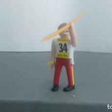 Figuras de acción: ANTIGUA FIGURA DE MINI AIRGAM BOYS OLIMPICO COLA CAO ESPAÑA CON JABALINA. Lote 137986398