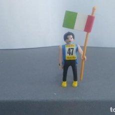 Figuras de acción: ANTIGUA FIGURA DE MINI AIRGAM BOYS OLIMPICO COLA CAO ITALIA ABANDERADO. Lote 137986458
