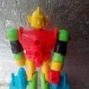 Figuras de acción: RARA FIGURA TIPO ROBOT -MAZINGUER -LANZA EL PUÑO-13CM-KIOSKO?. Lote 144216706