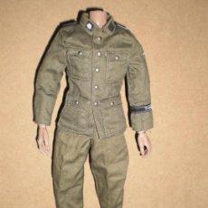 Figuras de acción: DRAGON UNIFORME SS DIVISION TOTENKOPV ESCALA 1/6. Lote 150940538