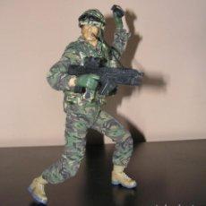 Figuras de acción: SOLDADO MILITAR SUPERMOVILIDAD Y REALISMO. CON ACCESORIOS. SIMILAR MADELMAN MDE Y GEYPERMAN. Lote 152896270