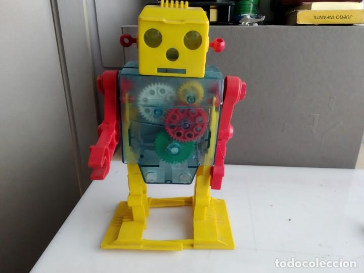 ANTIGUO ROBOT AÑOS 60 MUY RARO A CUERDA (Juguetes - Figuras de Acción - Otras Figuras de Acción)