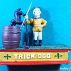 Figuras de acción: TRICK DOG BANK-HUCHA-PAYASO CON ARO, PERRO Y BARRIL-DISPARADOR MANUAL-FUNCIONA PERFECTAMENTE.. Lote 188592256