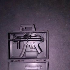 Figuras de acción: 1/6 DRAGON MP5K IN SUITCASE. Lote 194571083