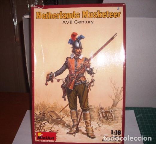 16010 MINIART 1/16 NETHERLANDS MUSKETEER XVII CENTURY. (Juguetes - Figuras de Acción - Otras Figuras de Acción)