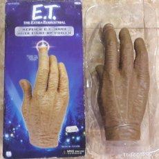 Figuras de acción: E.T THE EXTRA - TERRESTRIAL REPLICA E.T HAND WITH LIGHT - UP FINGER E T EXTRATERRESTRE. Lote 36269580