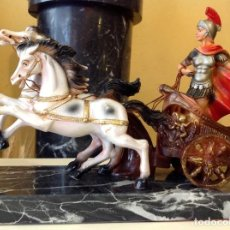 Figuras de acción: FIGURA ROMANO EN CARRO CON CABALLOS. Lote 221575247