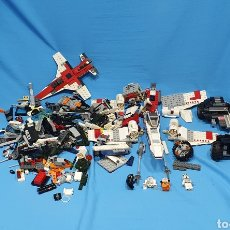 Figuras de acción: LOTE DE PIEZAS DE LEGO CON VARIAS PIEZAS, ENTRE ELLAS LA NAVE DE LUKE SKYWALKER. Lote 227983545