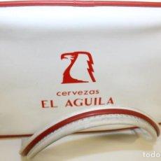 Figuras de acción: ANTIGUA NEVERA PORTATIL CERVEZAS EL AGUILA - AÑOS 60. Lote 244766005