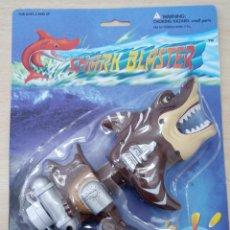 Figuras de acción: SHARK BLASTER TIBURÓN PLACO PRODUCTS CO., LOS ANGELES BLISTER NUEVO. Lote 261549255